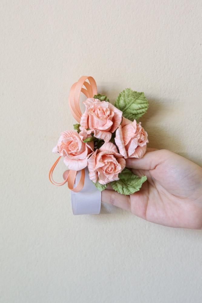 DIY Papierblumen basteln: Blumenband für den Abschlussball