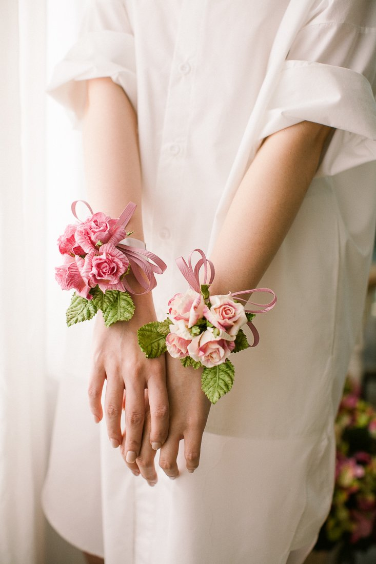 DIY Papierblumen basteln: Blumenband für die Hochzeit