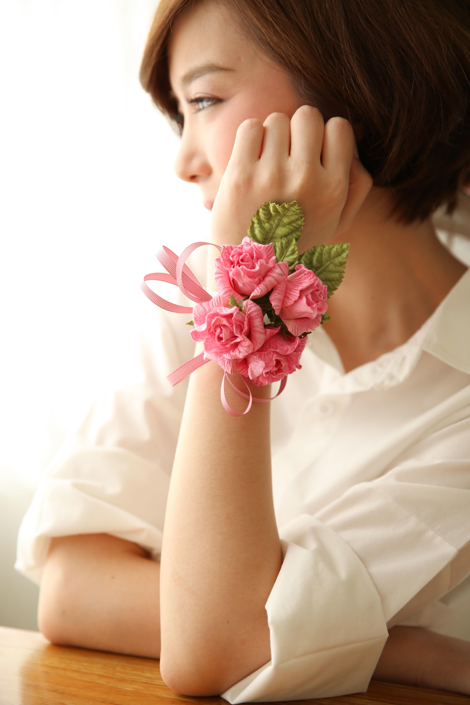 Fulminante Bänder aus Blumen aus Krepppapier basteln