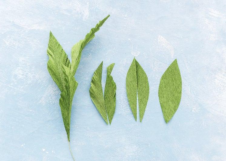 Schöne Bastelideen für die Hochzeit: Anleitung für Papierblumen basteln