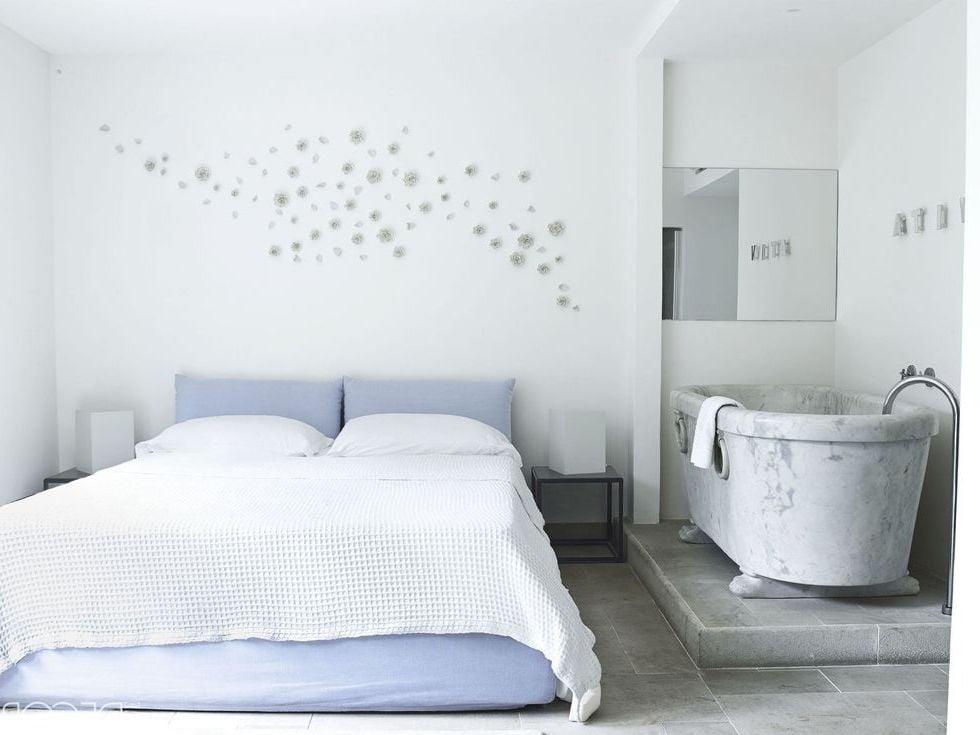 Luxus Feeling: Badezimmer im Schlafzimmer integriert