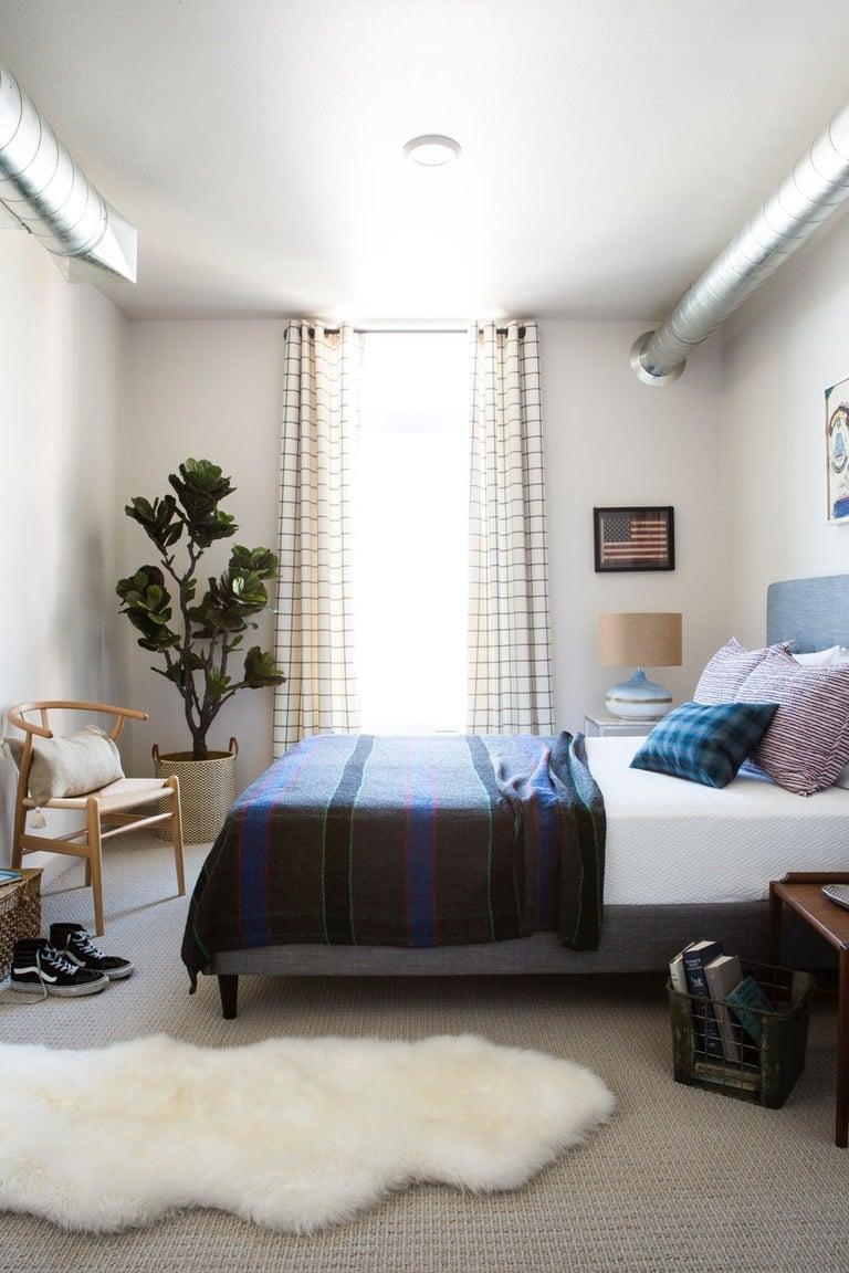 Eine Kombination aus zwei Einrichtungsstile verleiht Harmonie und Gemütlichkeit dem Schlafzimmer