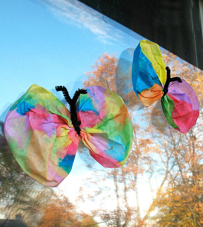 Basteln mit Kindergartenkindern: Aus Kaffeefilter wunderschöner Schmetterling falten