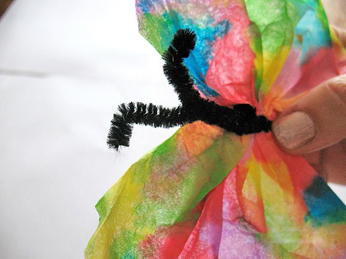 Schmetterling Basteln aus Papier: DIY Kaffeefilter Schmetterling