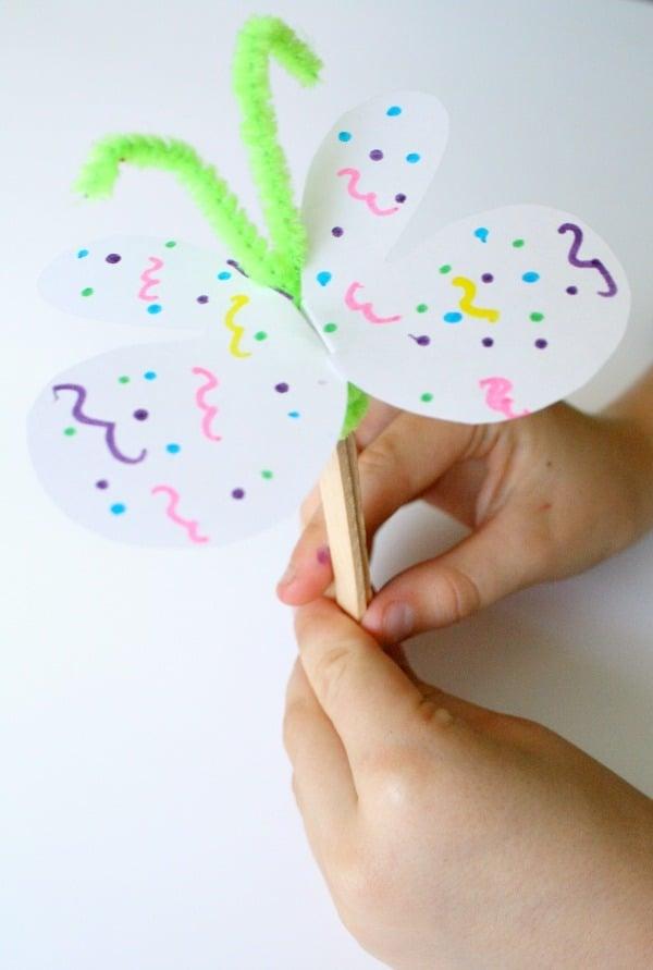 Tolle Ideen zum Basteln mit Krippenkindern; Schmetterlinge aus Papier