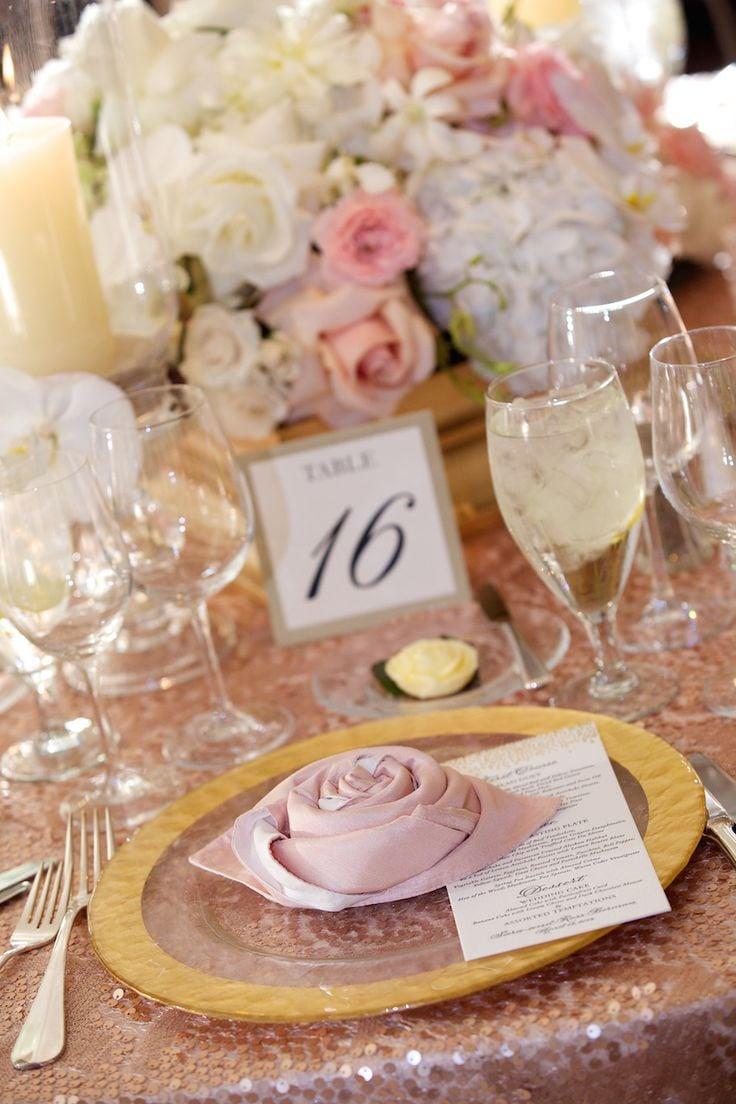 Servietten falten zur Hochzeit - die Rose Serviette