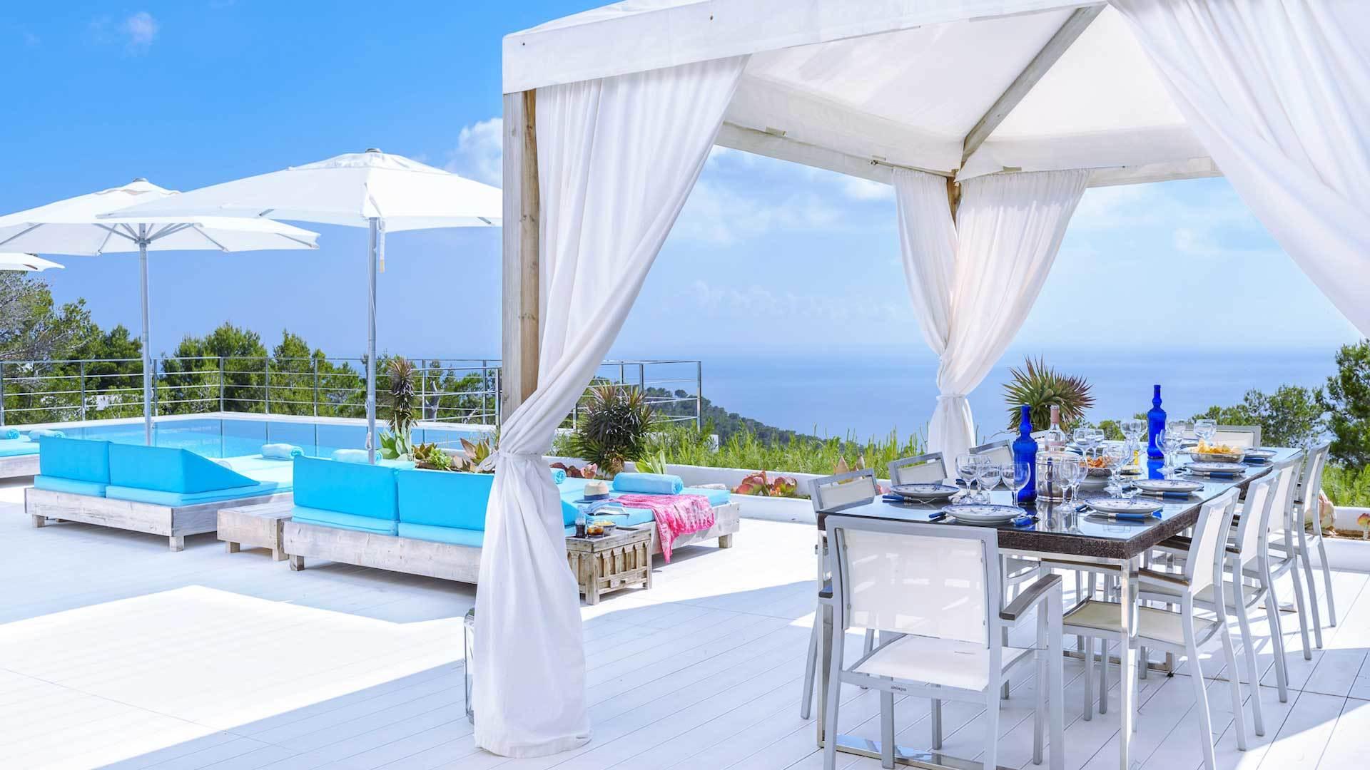 Große Terrasse gestalten: Terrassegestaltung mediterran