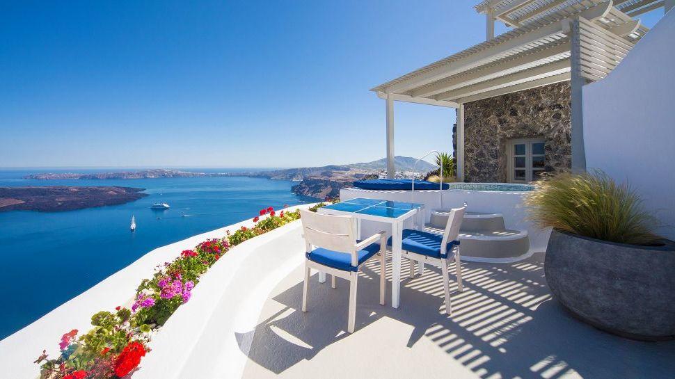 Bilden Sie den Santorin Zauber nach: Terrassenausrichtung und Terrassengestaltung Mediterran