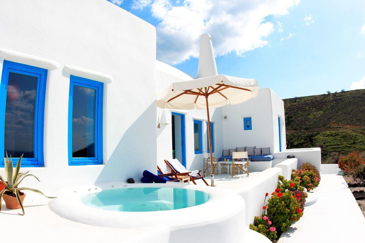 Einen Blick aus Santorin: Kreieren Sie eine eigene Terrassengestltung mediterran