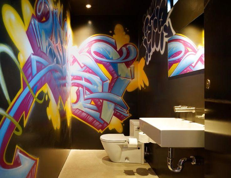Moderne Wandgestaltung mit Graffiti fürs Badezimmer