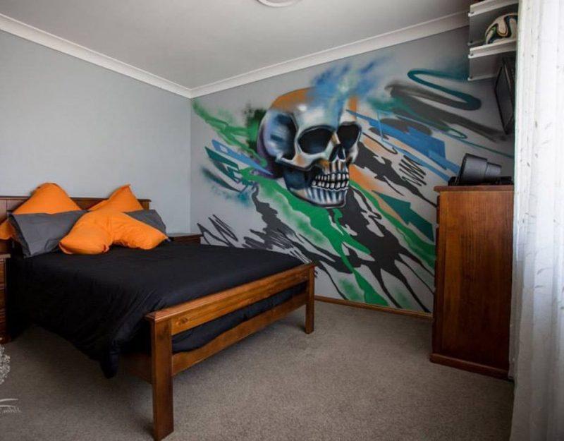 Totenkopf Graffiti im Zimmer streichen