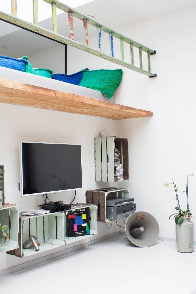 Stylische Möbel aus alten Weinkisten im Wohnzimmer