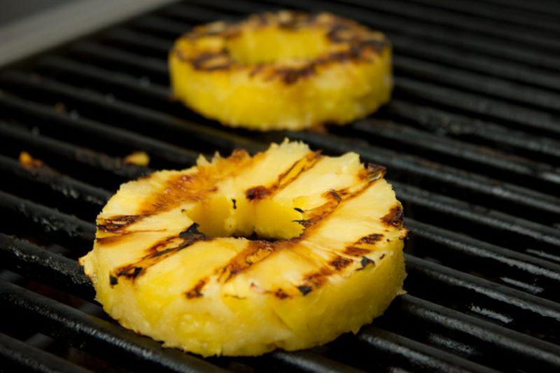 Burger selber machen mit gegrilltem Ananas