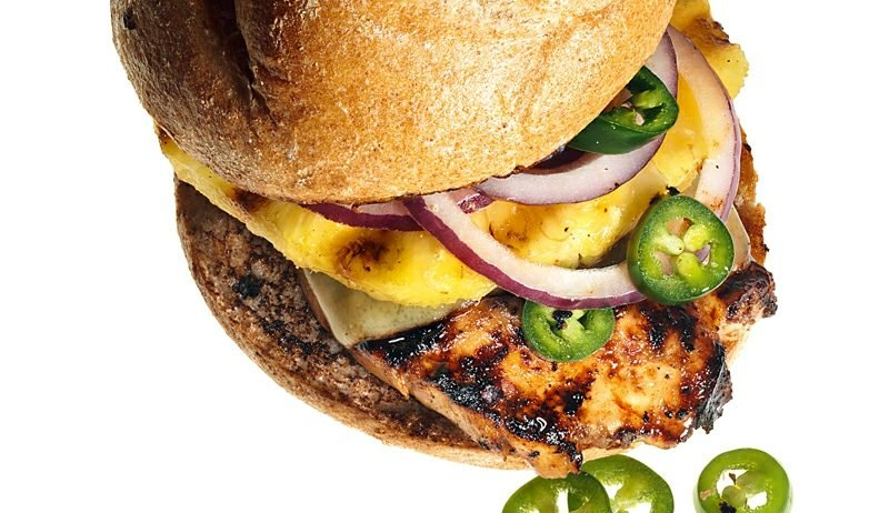 Burger selber machen Cheeseburger mit Hähnchen