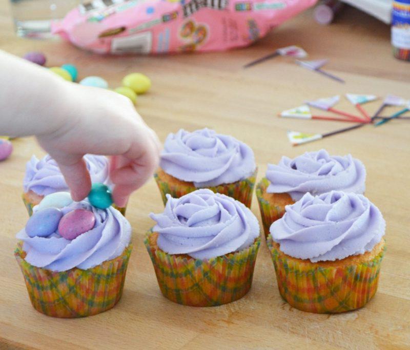 Backen mit Kindern Cupcakes verzieren