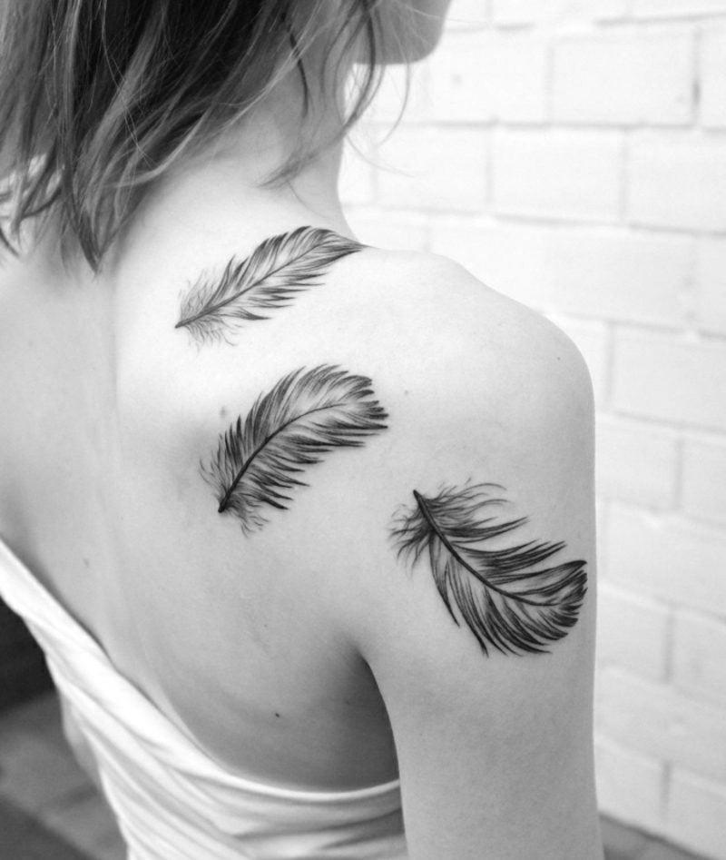 Feder Tattoos Frau Rücken