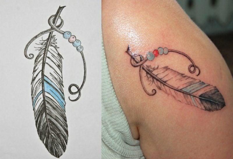 Feder Tattoos mit Schmuck Frau origineller Look
