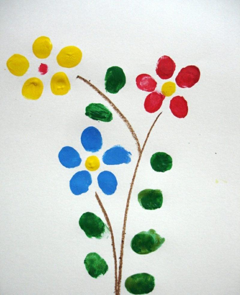 Fingerabdrücke mit Kindern machen Blumen