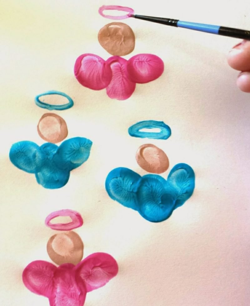 Fingerabdrücke mit Kindern machen Engelchen