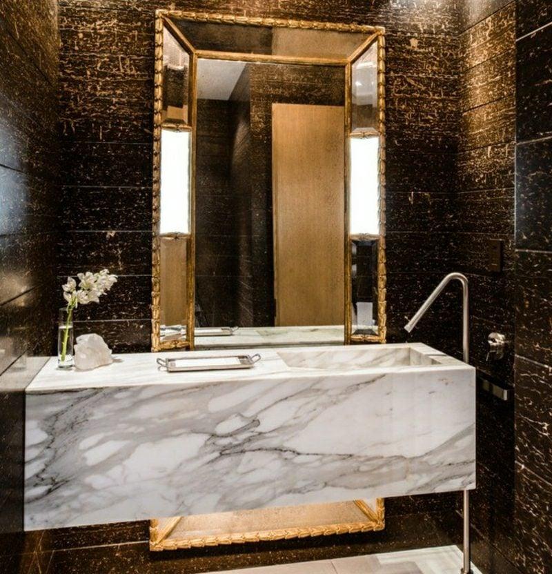 Gäste WC Gestaltung Beispiele Marmorwaschtisch Mosaikfliesen golden