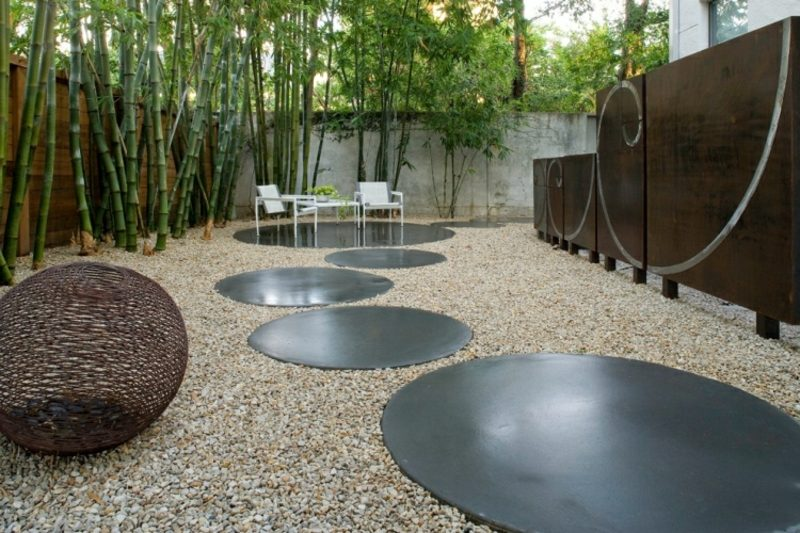 Gartengestaltung modern runde Trittplatten Metall