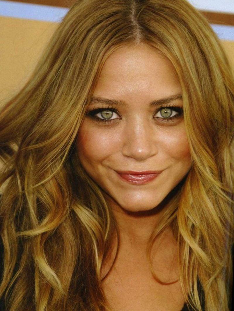 Haarfarbe Caramel Blond grüne Augen