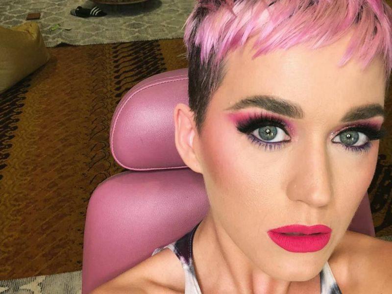 pastellrosa Haare färben Katy Perry