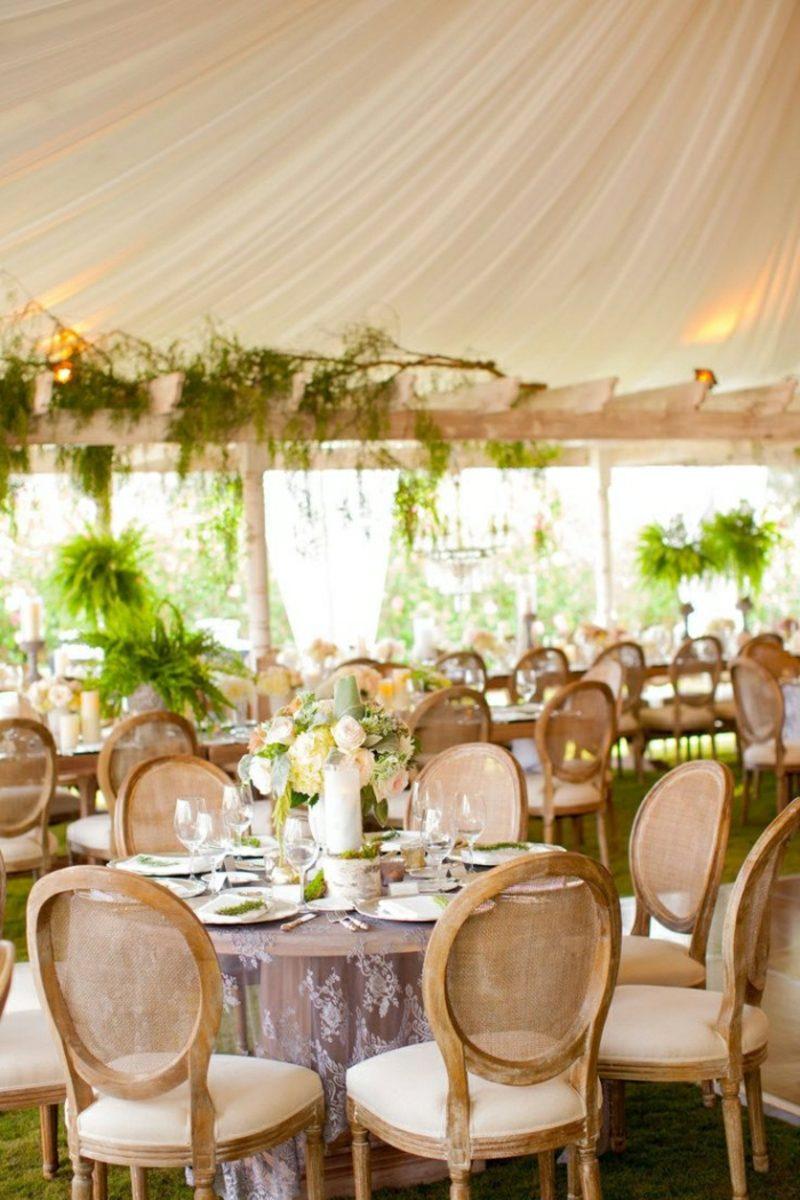 Hochzeit im Garten feiern passende Überdachung