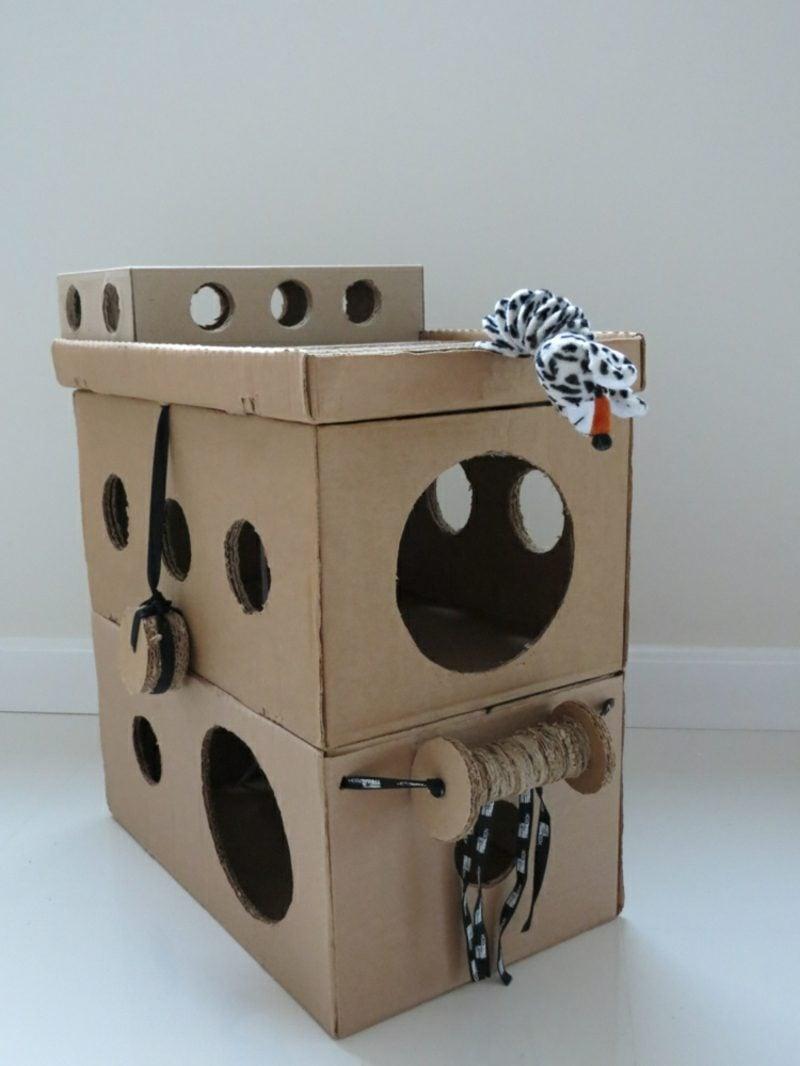Katzenspielzeug selber machen leere kartons Katzenhaus