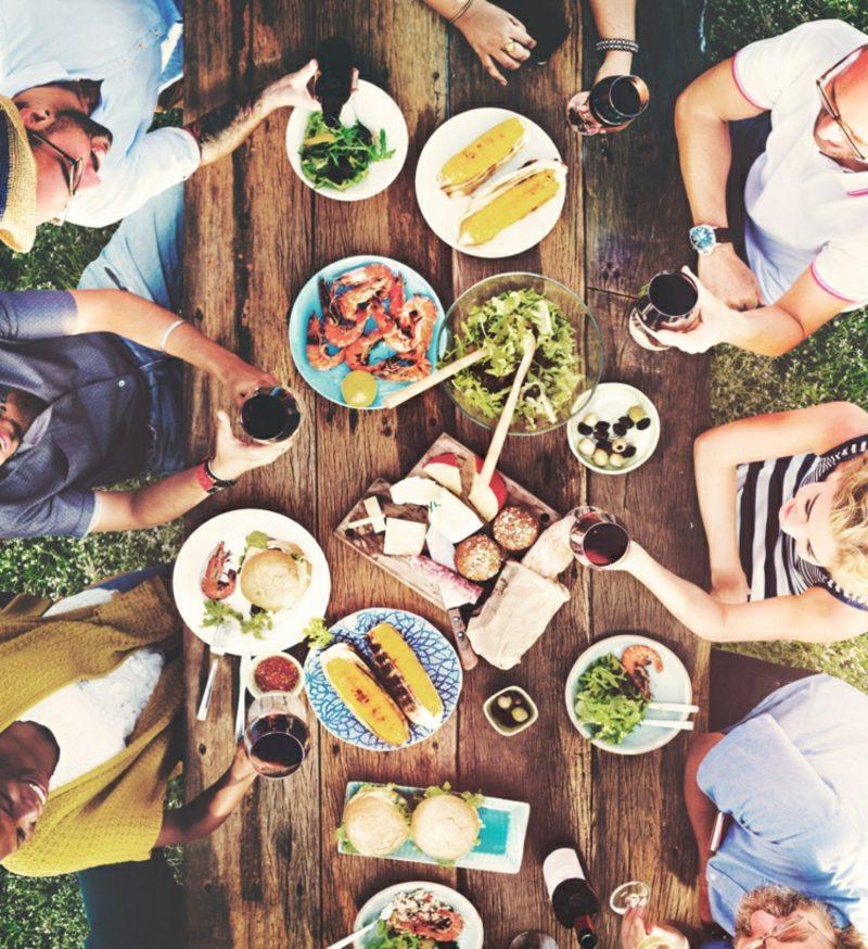 gemeinsam kochen und essen mit Freunden