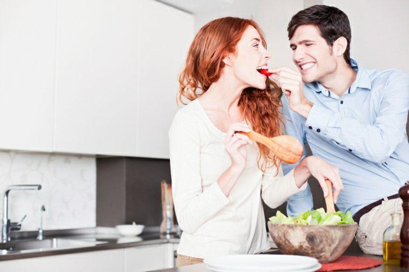 gemeinsam kochen mit dem Partner macht richtig Spass