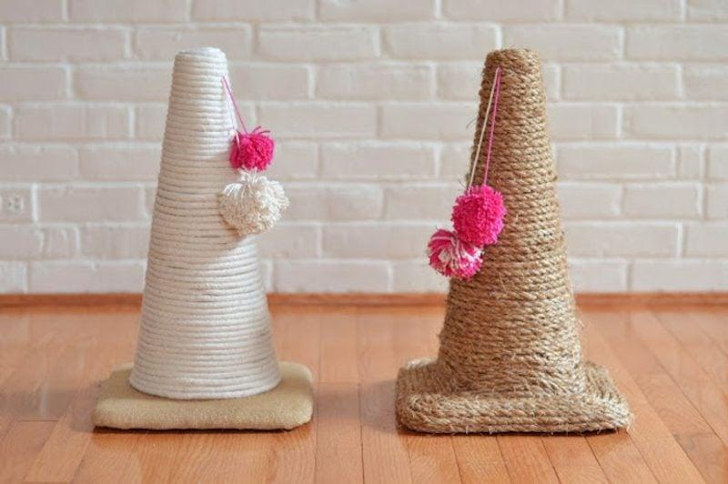 Katzenspielzeug selber machen Kratzbaum mit Pompoms
