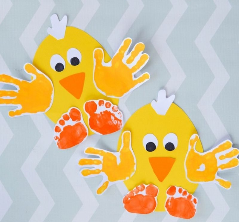 Fingerabdrücke mit Kindern machen Küken