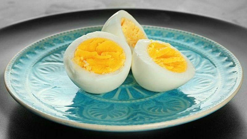 Militär Diät machen gekochte Eier essen