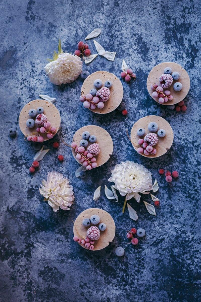 kleine Törtchen Mini Kuchen mit Beeren