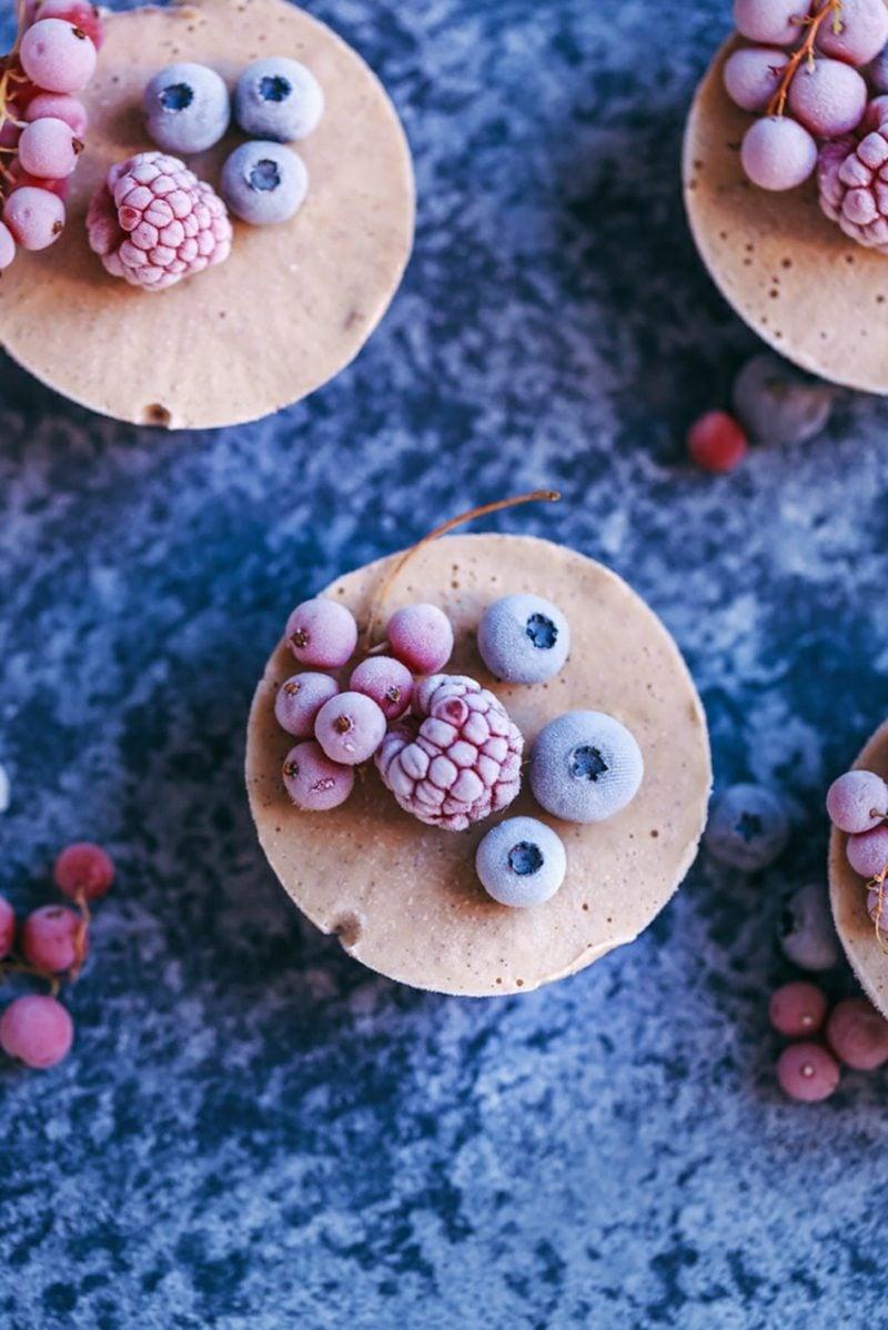 kleine Törtchen Käsekuchen mit Beeren