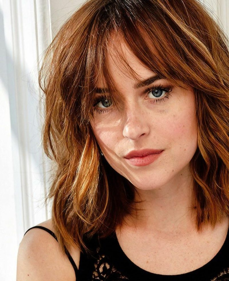 Frisuren halblang Frisur mit Pony Dakota Johnson