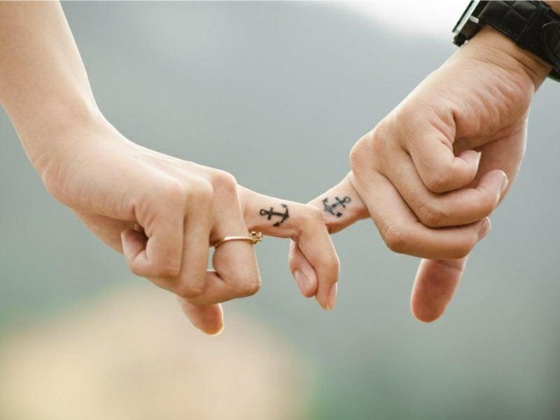 Ehering Tattoo Motive Anker seitlich