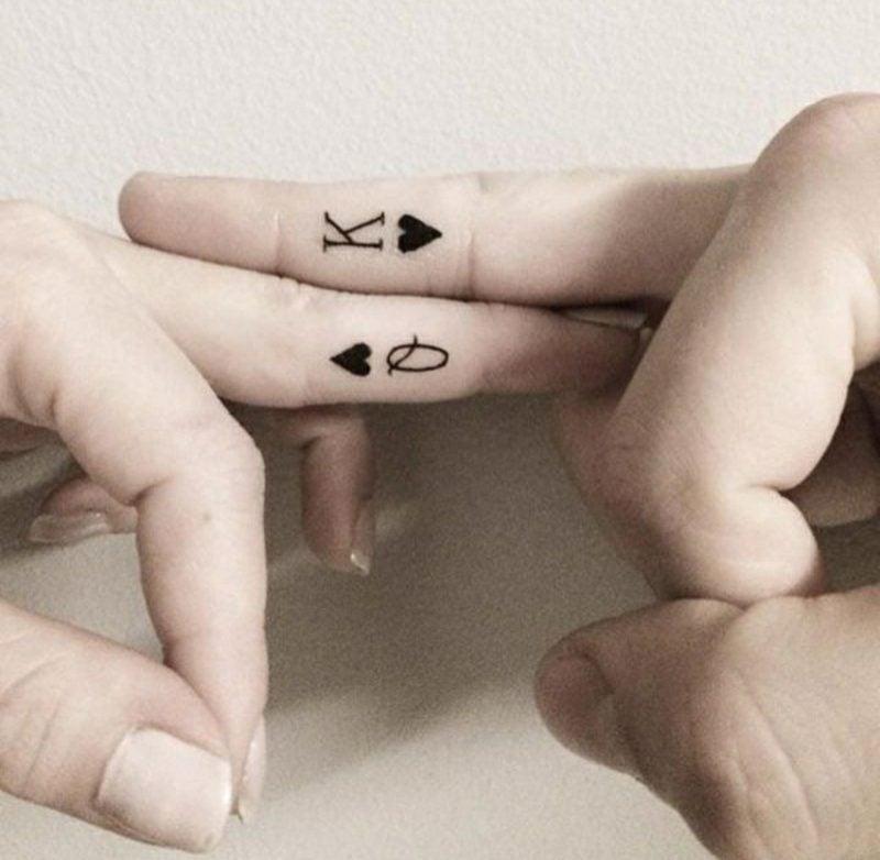 Ehering Tattoo Motive King und Queen seitlich