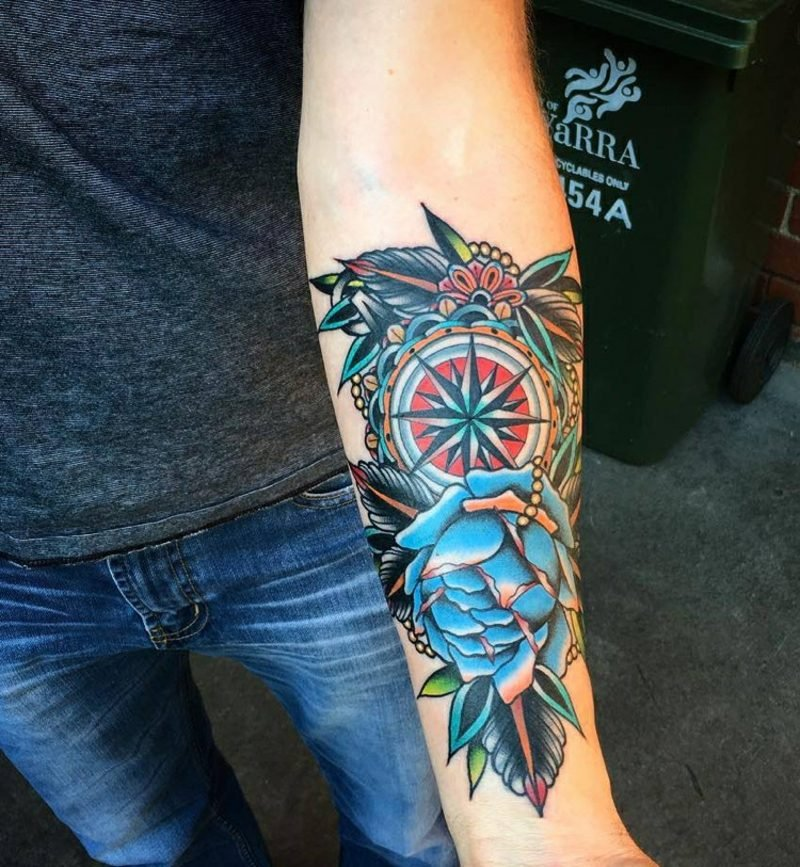 Kompass Tattoo Unterarm blaue Rose