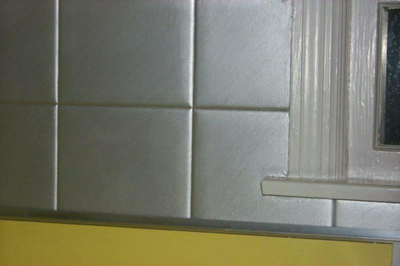 Fliesen streichen silbern Wand