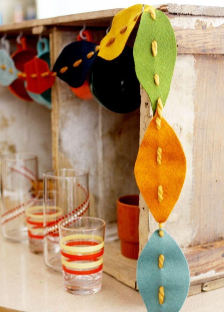 Basteln mit Kindern Herbst: herbstliche Girlande aus Laub