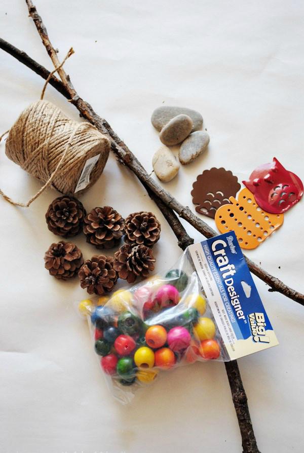 Basteln mit Kindern Herbst -Deko: DIY Windspiel selber basteln