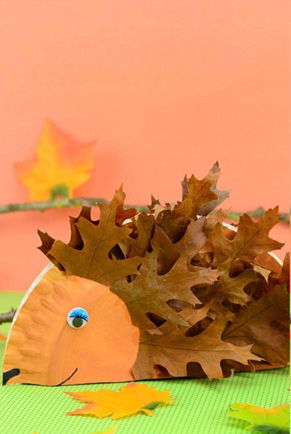 Basteln mit Kindern Herbst: Igel mit Laub