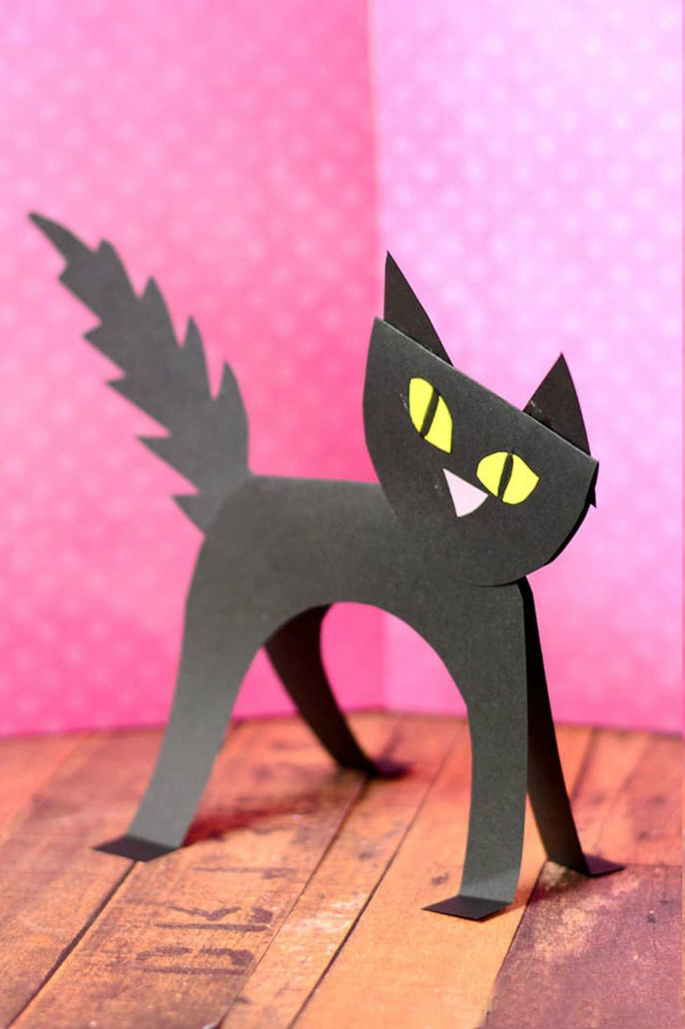 Halloween Basteln mit Kindern: Schwarze Katze für Halloween
