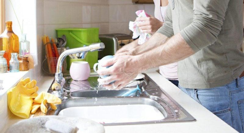 gemeinsam kochen das Geschirr spülen