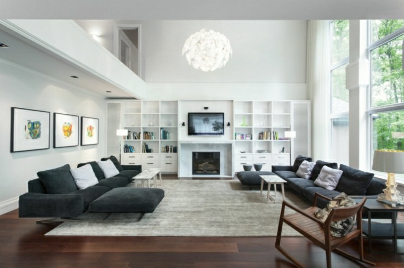Wohnzimmer gestalten grau weiβ gemütlich Regale Fernseher