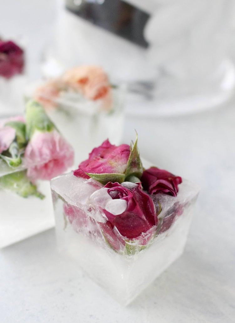 Viele blumige Inspirationen für klare Eiswürfel selber machen