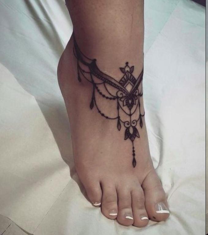 Hauch von der indischen Welt: Atemberaubende Ideen fürFuß Tattoo Kette