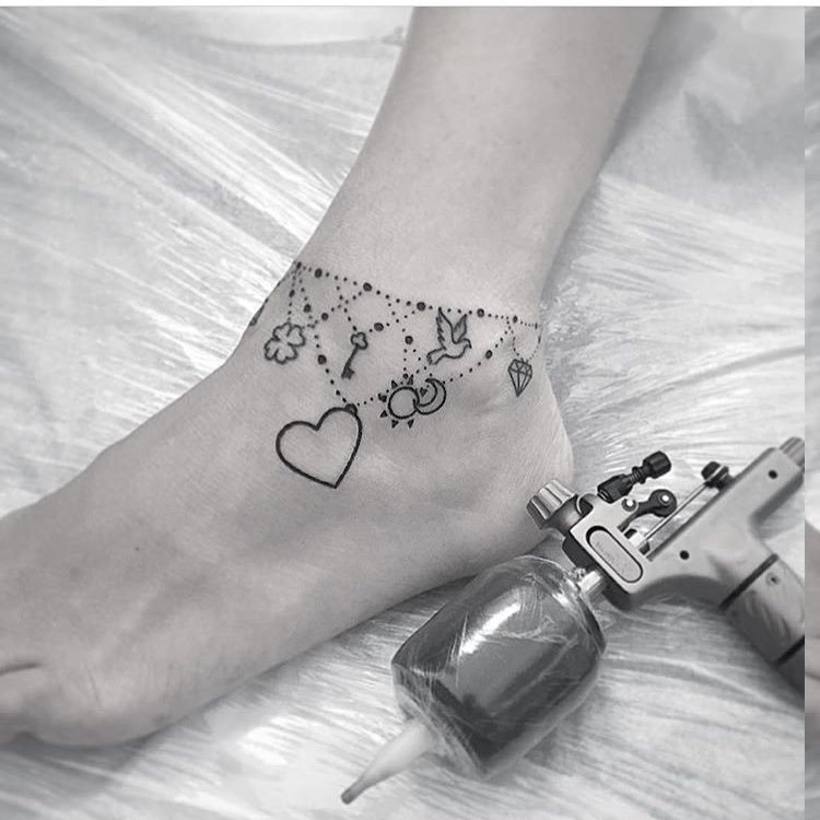 Ketten Tattoos Vorlagen und deren Bedeutungen